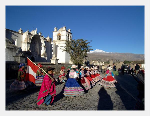 Peru-Dancers-Costumes