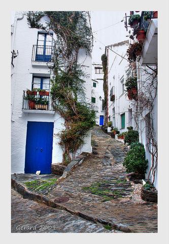 Cadaques-Cobblestone-Streets
