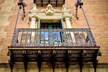 Barcelona-Modernisme-Balcony