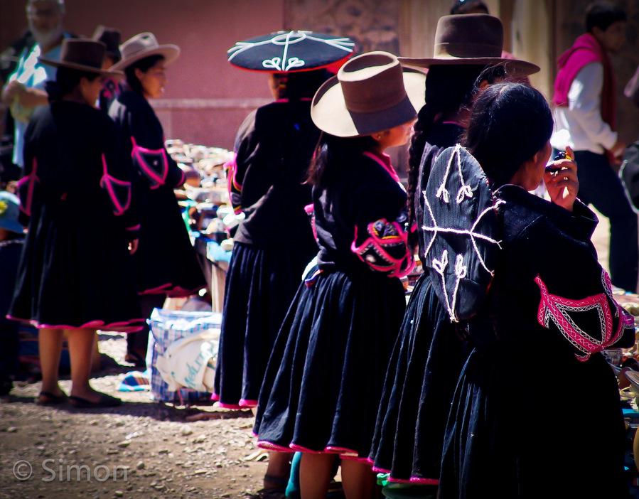 Peru-ladies-at-the-market1