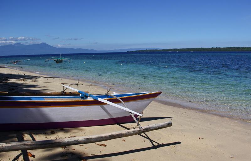 Siladen-Peaceful-Beach