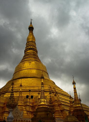 Shwedagon-Pagoda-Stormy-Sky