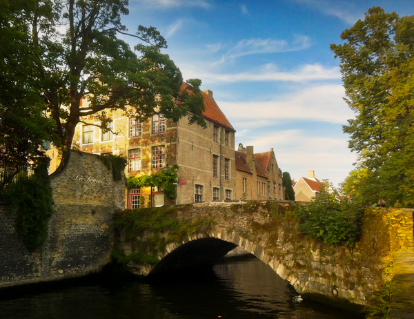 A Photo Tour of Bruges, Between Old Houses, Tiny Streets and Canals
