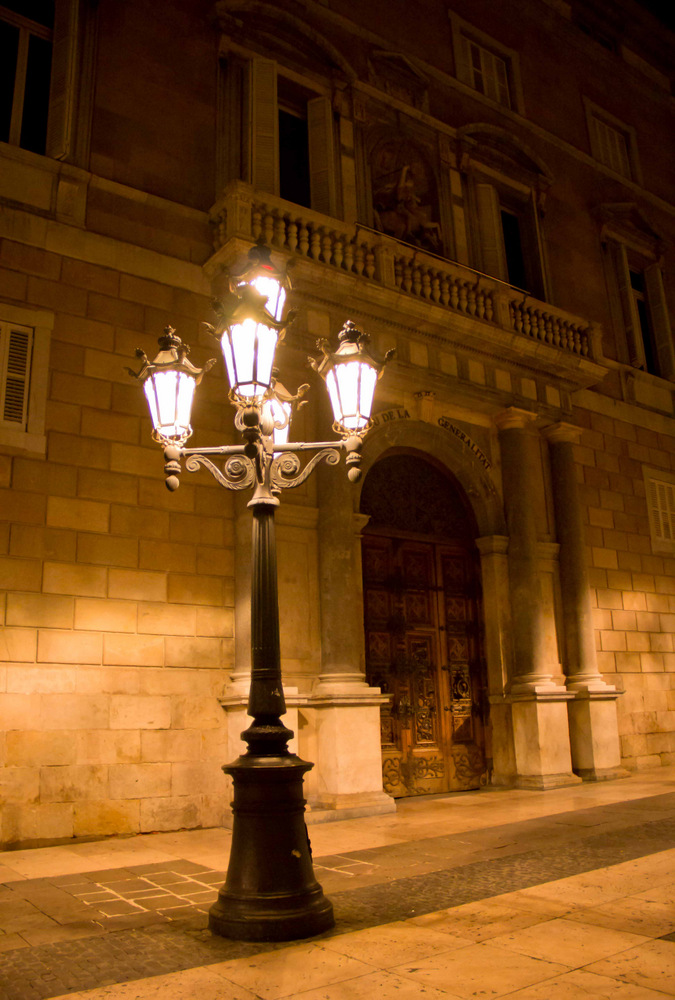 Barcelona-at-Night-Palau-de-la-Generalitat-Small