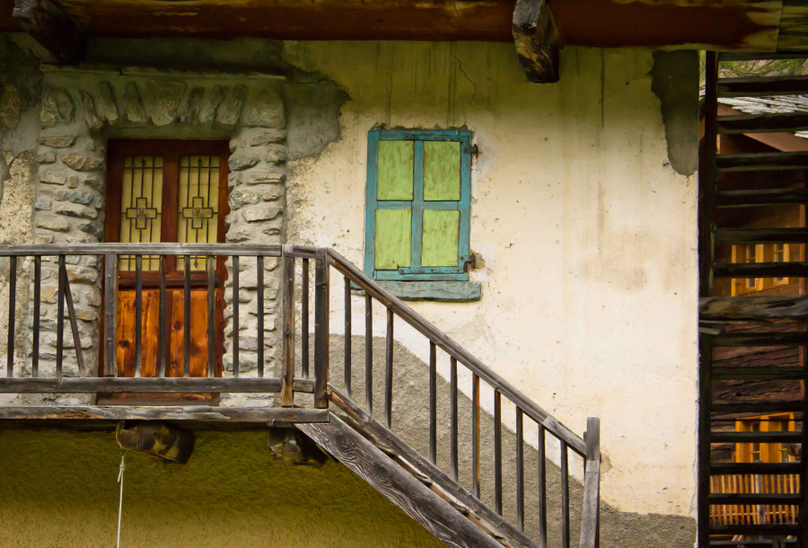 Old-Farmhouse-Valais