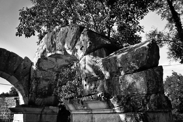 Sepino The Arches