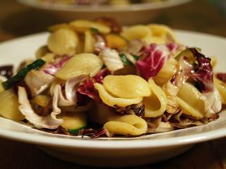 Orecchiette mit Radicchio, Speck und Zucchini