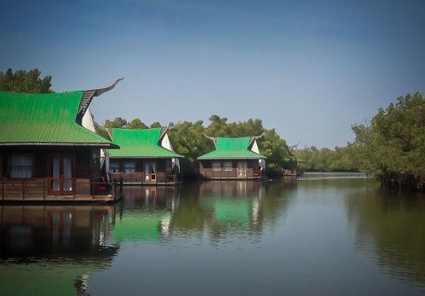 Mandina, Floating Lodge