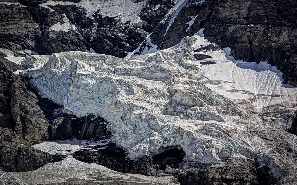 Jungfraujoch, Overlooking the Glacier