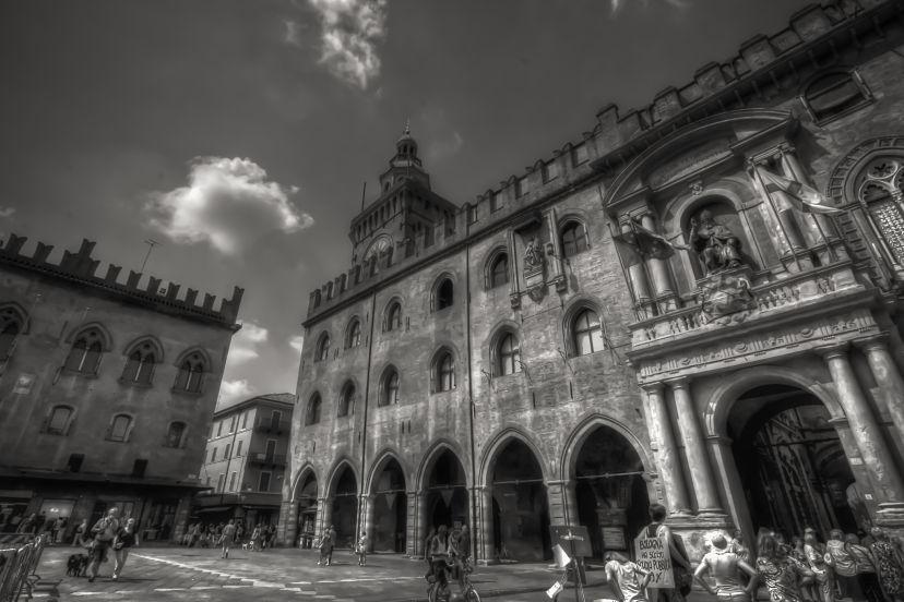 Bologna-Piazza-Maggiore_opt (1)
