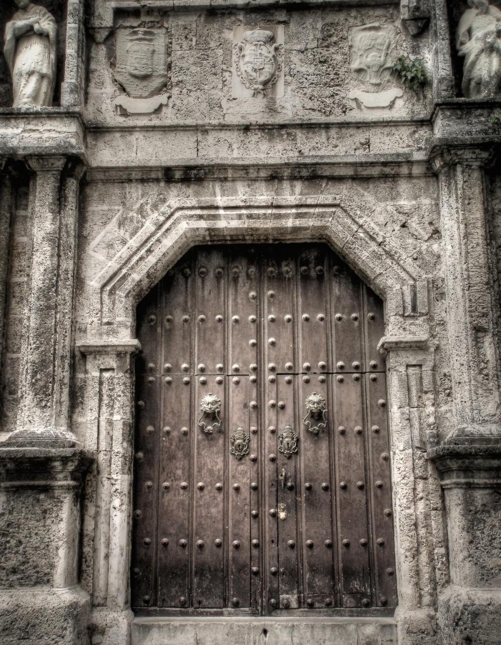 Ancient Door in La Habana