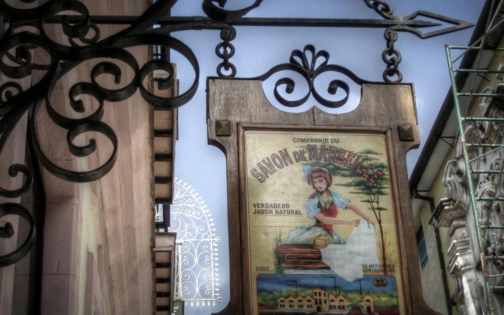 Vintage sign in La Habana