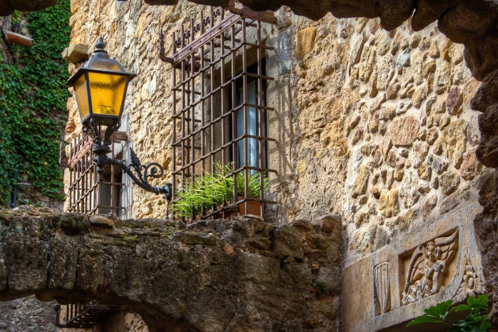 Costa Brava, Pals, Old Street Lamp