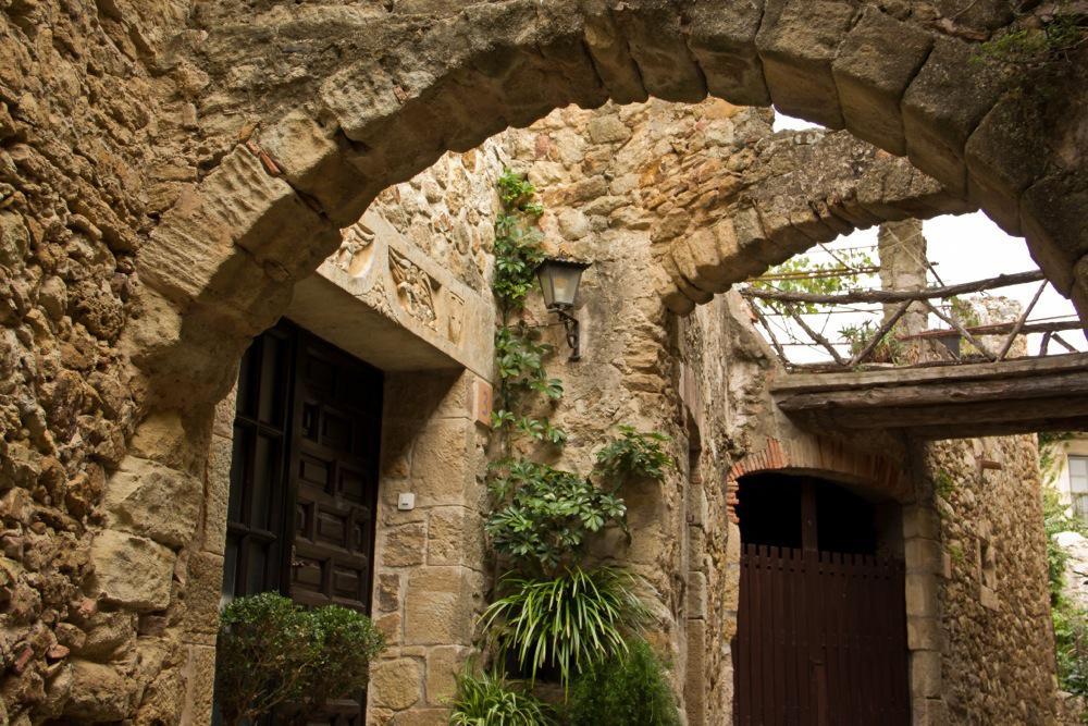 Costa Brava, Pals Stone Arches