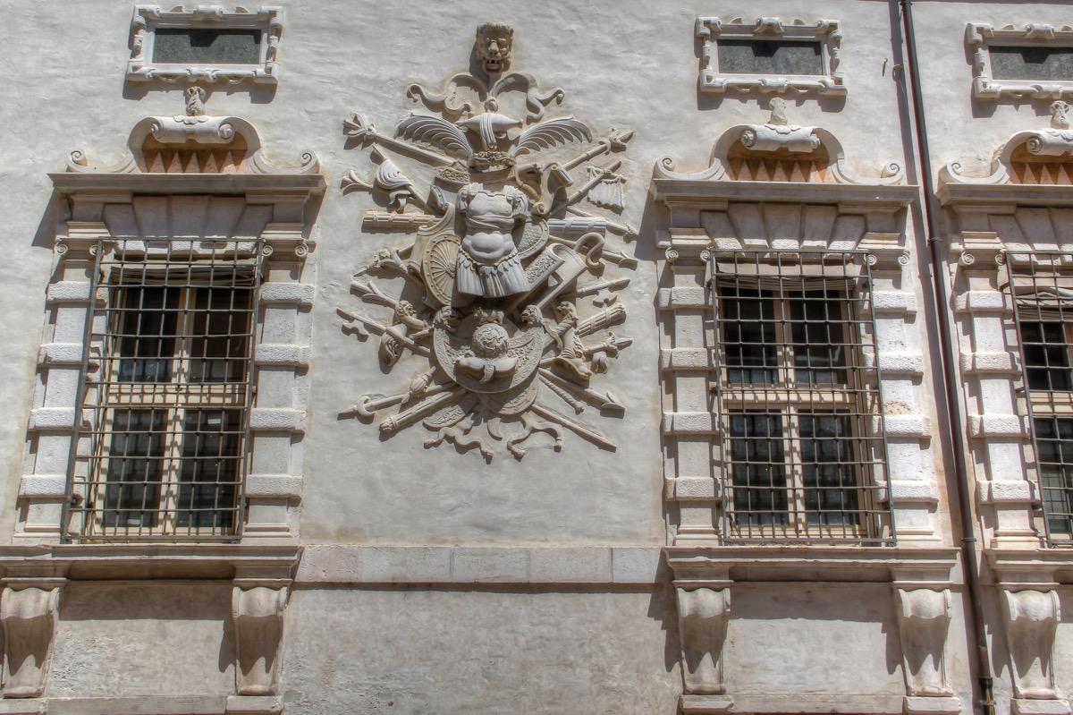 italy-ferrara-bentivoglio-palace-2
