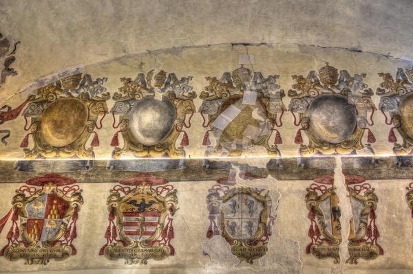 italy-ferrara-castle-coats-of-arms-room
