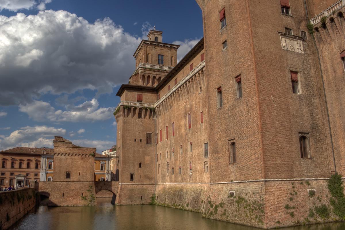 italy-ferrara-castle