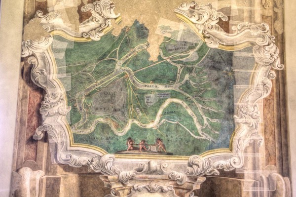 italy-ferrara-estense-castle-geography-room