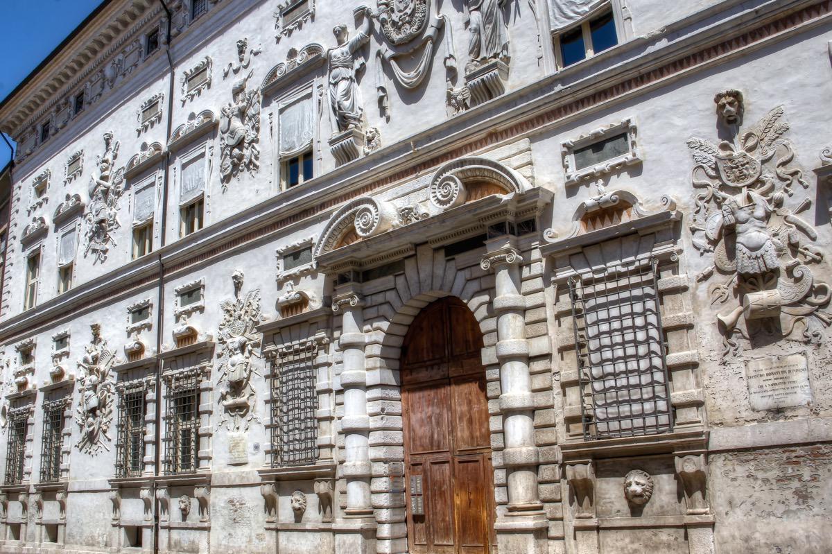 italy-ferrara-palazzo-bentivoglio