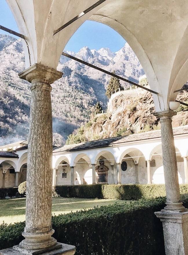 Chiavenna-portico-of-S.-Lorenzo-church